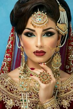 Beautiful Indian Bride with Hair and Makeup by Amber at Verdo Hair and Makeup Best Makeup Ideas for the Indian Brides 13 Asian Bridal Makeup, Indian Makeup, Indian Beauty, Indian Wedding Makeup, Indian Inspired Makeup, Indian Bridal Hair, Bollywood Makeup, Pakistani Bridal Makeup, Arabic Makeup