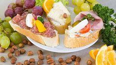 S chladnějším počasím a Vánoci za dveřmi přibývá i domácích návštěv a každý chce jistě nachystat hezké občerstvení. Pokud si kladete otázku, jak se ale kroutí šunka, aby to na chlebíčcích tak hezky vypadalo, máme pro vás odpověď v dnešním článku. Tapas, Queso, Quiche, Dairy, Cheese, Food, Czech Republic, Prague, Cold Cuts