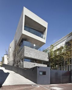 Architect K builds concrete home called Alley's Adventures in Wonder House