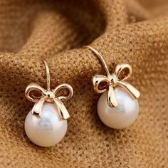 Golden Bow and Pearl Earrings! golden jewelry Golden Bow and Pearl Fashion Earrings Design Celta, Golden Bow, Cute Work Outfits, Kinds Of Shoes, Schmuck Design, Fashion Earrings, Everyday Fashion, Pearl Earrings, Silver Earrings