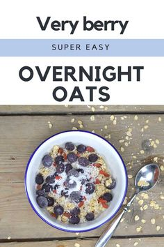 Very berry overnight oats Easy Overnight Oats, Acai Bowl, Super Easy, Gypsy, Oatmeal, Berries, Spices, Chai, Breakfast