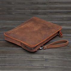 Cow Leather, Vintage Leather, Vintage Men, Leather Briefcase, Leather Wallet, Laptop Messenger Bags, Leather Handbags, Zip Around Wallet, Ipad