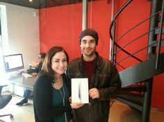 Ayer nuestro ex-alumno Alberto Hernández recibió de manos de nuestra directora de formación Cristina González un iPad Mini como ganador de #TrazosReel, el certamen de Trazos a la mejor demoreel del año 2012. ¡Muchas felicidades!