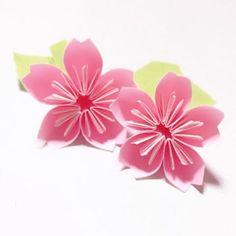 目次1 色んなシーンで大活躍♡四季を彩る折り紙の花を作ろう!2 (1) まずは、大胆で美しい薔薇の折り方・作り方をご紹介します。3 (2) 折り紙で色んな薔薇を作ろう!佐藤ローズの折り方・作り方4 (3) 世界に羽ばたく折り紙 川崎ローズ(...