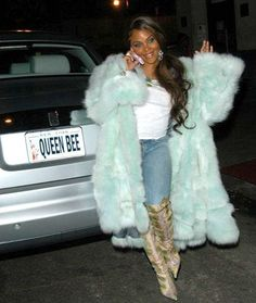 lil kim -so sexy in her fur 2000s Fashion Trends, Early 2000s Fashion, Fashion 2018, Hip Hop Fashion, Fur Fashion, Fashion Outfits, Womens Fashion, Fashion Art, Fashion Beauty