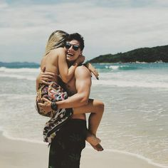 Foto romântica na praia com o namorado Romantic photo on the beach with her boyfriend Relationship Goals Pictures, Cute Relationships, Boyfriend Goals, Future Boyfriend, Boyfriend Girlfriend, Girlfriend Goals, Love Boyfriend, Romantic Photos, Romantic Couples