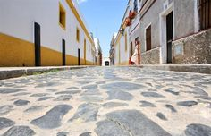 Each year, in a small town in the southwestern corner of Spain, something amazing happens! We take you to the Jerez Feria in Andalusia. Spain Holidays, Paint Companies, Sight & Sound, Andalusia, My Favorite Image, House Painting, Small Towns, My House, Cities