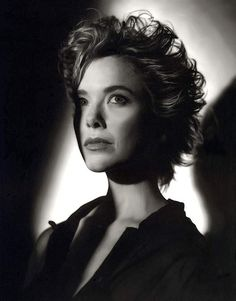 Annette Bening Hollywood Actor, Hollywood Stars, Best Actress, Best Actor, Annette Benning, Divas, Most Beautiful Faces, Simply Beautiful, Glamour Photography