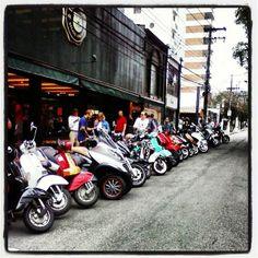 Da série ONDE TEM UMA, TEM DUAS (ou mais) no evento da COOT ...envie tambem a sua foto ! ... #use_scooter #scooterista #motonauta #onde_tem_1_tem_2 http://www.scooterista.com.br/