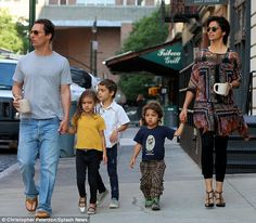 Celebs and their cute kids in Matthew McConaughey and wife Camila Alves took a breakfast walk with their kids ‐‐ Levi, Vida and Livingston ‐‐ in New York City on June Celebrity Kids, Celebrity Pictures, Celebrity Style, Cute Celebrities, Celebs, Jackie Evancho, Wonder Boys, Star Family, Planet Hollywood