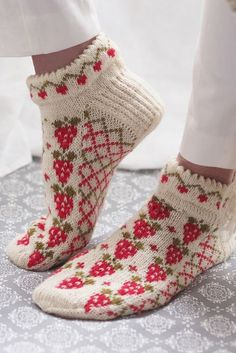 Free Knitting Pattern for Strawberry Socks. Kit Available. Free Knitting Pattern for Strawberry Socks - Anklet socks with strawberries and trellis in stranded colorwork with a cut. Knitting Patterns Free, Knit Patterns, Free Knitting, Knitting Socks, Crochet Socks, Knitted Slippers, Knit Crochet, Knit Socks, Knitted Socks Free Pattern