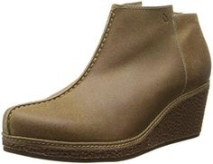 The Olukai Humu is a leather wedge boot that comes with removable contoured footbeds and a size-zipper!