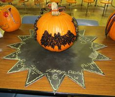 Hometalk :: Decorate a Pumpkin for Halloween with Thumbtacks