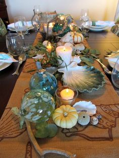 We're in awe of this inspired coastal Thanksgiving table!