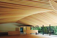 六甲山の麓に〈竹中大工道具館〉新館がオープン。モダンな和の建築は匠の技が集合した、それ自体が大工仕事の博物館のような建物だ。