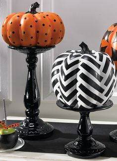 Our glossy black stands are perfect for elevating jack o' lanterns, candles, and year-round arrangements alike.