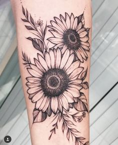225 Stand Out Sunflower Tattoos (with Meanings & Tips) 225 herausragende Sonnenblumen-Tattoos (mit Bedeutungen und Tipps) Sunflower Tattoo Sleeve, Sunflower Tattoo Shoulder, Sunflower Tattoos, Sunflower Tattoo Design, Sunflower Tattoo Meaning, Sunflower Mandala Tattoo, Little Tattoos, Small Tattoos, Cool Tattoos