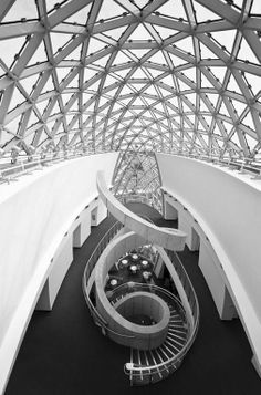 The Salvador Dali Museum, Swifl stairs, stairway, trappe, beauty, curved, architechture, photo b/w.