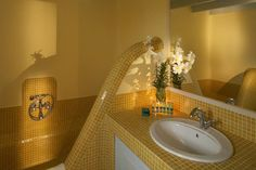 Select between studios, apartments, maisonettes and suites made with special care on every single detail at Marillia Village hotel in Perivolos beach, Santorini Santorini Island Greece, Village Hotel, Mosaic Bathroom, Mosaic Flowers, Luxury Villa, Amazing Bathrooms, Traditional House, Spas, Architecture