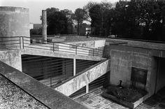 Le Corbusier's Villa Savoye lying in ruins in Poissy, Frace, c. 1959 via Magnum Photos Le Corbusier, Magnum Photos, Pierre Jeanneret, Photographer Portfolio, Autocad, Bauhaus, Art Deco, Construction, Home