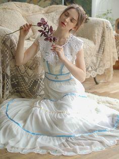Big Dresses, Modest Dresses, Vintage Dresses, Vintage Outfits, Flower Girl Dresses, Wedding Dresses, High Class Fashion, Dress Pesta, Portrait Photography Poses