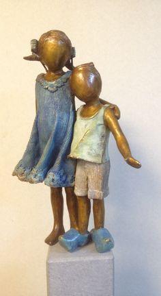 Figuratief: kunst waar bij je duidelijk kan zien dat er een figuur in zit Sculptures Céramiques, Sculpture Clay, Abstract Sculpture, Hot Glue Art, Pottery Angels, Ceramic Clay, Art Techniques, Statues, Sculpting