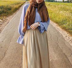 Pinterest: •@haf_tima•↠ ✦{fσℓℓσω тσ ѕєє мσяє}    ↠❣❥ Abaya Fashion, Muslim Fashion, Modest Fashion, Skirt Fashion, Fashion Outfits, Womens Fashion, Hijab Style, Hijab Chic, Casual Hijab Outfit