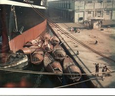 Here we docked in Calcuttaj in India, to watching many taxsi boats at pier with a paddle