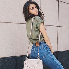 Green tee, high waist jeans, shoulder bag