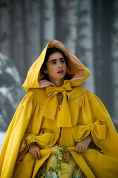 Mirror Mirror (2011) Costume design: EIKO ISHIOKA - Lily Collins as Snow White Snow in yellow cape
