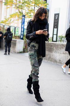 Fashion Week Paris, Winter Fashion, Emmanuelle Alt Style, Cargo Pants Outfit, Camo Pants, Camo Dress, Street Looks, Street Style, Vogue Paris