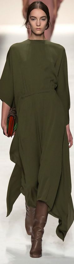 This is spectacular. Color + fit perfection. Farb-und Stilberatung mit www.farben-reich.com - Valentino Fall-Winter 2014-2015