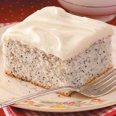 Poppy Seed Cake Recipe -As sweet finale for my favorite meal, this moist cake is chock full of poppy seeds. (Don't forget to soak the poppy seeds.) The cream cheese frosting adds the final touch! This is also a tasty dessert to bring to a potluck. Cupcakes, Cupcake Cakes, Just Desserts, Delicious Desserts, Yummy Food, Dessert Healthy, Sweet Recipes, Cake Recipes, Dessert Recipes