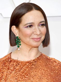 13 Must-See Beauty Looks From the 2020 Oscars Red Carpet — Maya Rudolph Modern Updo, Matte Red Lips, Maya Rudolph, Subtle Ombre, Bold Brows, Platinum Hair, Moroccan Oil, Nude Lip, Celebrity Beauty