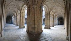 Uno de los claustros del Escorial gallego, Colegio de Nuestra Señora de la Antigua