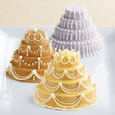 Tiny Wedding Cakes: Mini Tiered Cakelet Pan - So cute and festive. I want these pans!