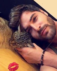 Apparently someone made a new friend!😁❤ @nick__bateman @batemanmgmt @joey__bateman @keeva__bateman  #nickbateman #nickaholic #batemanmgmt #madpics #milesarcher #uglylovemovie #uglylovebook #uglylove #upcoming #Canadian #BoStaff #martialartist #martialarts #sexy #hot #cute #model #actor #man #abs #fit #worldchampion #batemanfamily #batemaners
