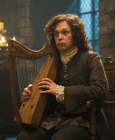 "Outlander S1 E4 ""The Gathering"" Gwyllyn the Bard. He sang about a woman who passed through stones… and returned."