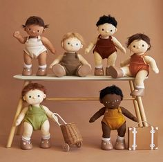 Meet the Dinkum Dolls, six snuggleable babies for you to love! Each doll comes in their own removable unisex outfit, diaper, socks and shoes {look they stand too!} With a cotton exterior — the Dinkum Dolls were made to be cuddled! Doll Toys, Baby Dolls, Ella Home, Unisex Clothes, Baby Carriage, Child Doll, Baby Store, Imaginative Play, Baby Boutique