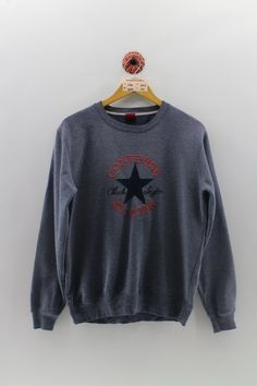 Look Good In Vintage Style Clothing Jumper, Sweater And Shorts, Sweater Hoodie, Short Shirts, Cute Shirts, Chuck Taylors, Vintage Crewneck, Vintage Jerseys, Used Clothing