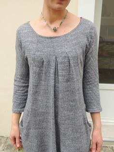 On continue dans la série Ottobre, mais version femme cette fois ci.C'est la tunique New bohème du Ottobre 5/2014. J'ai tout de suite craqué sur ce modèle en ouvrant ce magazine,je n'ai pas vu beaucoup de version sur la blogo, mais celle-ci m'a tapé dans... Couture, Sewing Tutorials, Kurti, Clothes For Women, Women's Clothes, Tunic Tops, Pullover, Lady, Sweaters