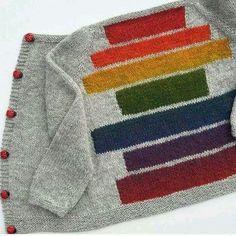 En deilig helårsjakke som strikkes i ett stykke, helt uten montering! Sweater Knitting Patterns, Knitting Designs, Knit Patterns, Knitting Projects, Knitting For Charity, Knitting For Kids, Baby Knitting, Pull Bebe, Knit Baby Sweaters