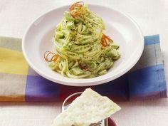 Pasta mit Avocado-Pesto - smarter - Kalorien: 625 Kcal - Zeit: 30 Min. | eatsmarter.de