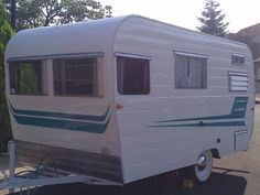 1962 Aristocrat- Hubs and I are looking at vintage trailers to go roadtripping in! Vintage Rv, Vintage Caravans, Vintage Vans, Vintage Campers, Little Trailer, Small Trailer, Tiny House Trailer, Used Travel Trailers, Vintage Travel Trailers