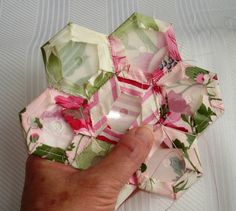 Finally....my 'Hexagon' tutorial everyone has been asking for... So here goes... I do a lot of my sewing in the car while traveling....