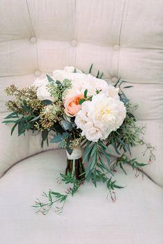 garden wedding bouquets - photo by Jana Williams http://ruffledblog.com/waterside-catalina-view-gardens-wedding