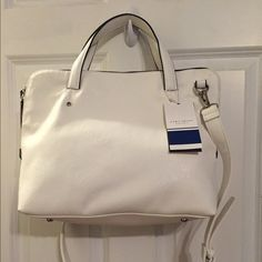 White Zara Bag White Zara bag with handles and removable shoulder strap. Zipper closure. Lined with inner zipped pocket. Approximately 11 x 14 inches. Great for a casual workbag that still looks stylish for after work activities. New with tags attached. Zara Bags Shoulder Bags