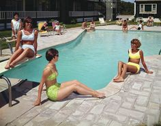 The beach may be beautiful, but for old-time glamour there's nothing like highballs at the pool. See vintage photos. Bikini Bod, The Bikini, 1960s Looks, Swimming Hairstyles, Caribbean Queen, Beach Workouts, Slim Aarons, Vintage Hotels, Hotel Pool