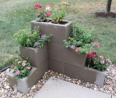 Ways to decorate your garden using cinder blocks 23