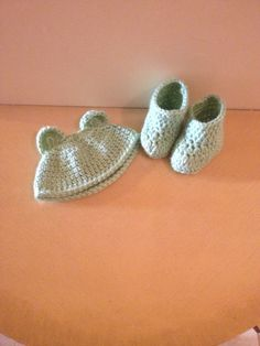 Crochet infant hat and booties